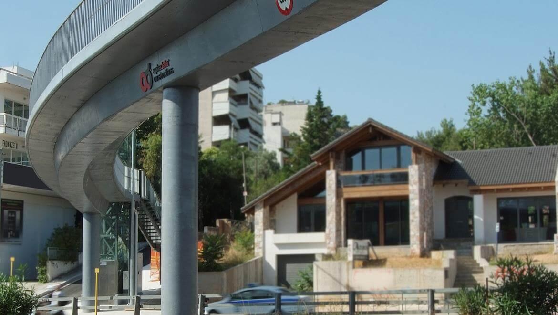 """""""Geladaki"""" Pedestrian Bridge"""
